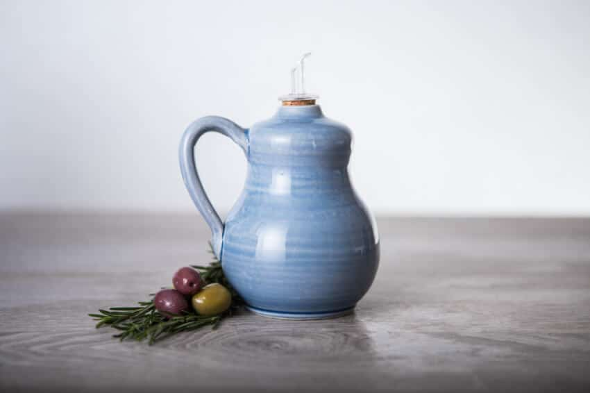 Torres-Ferreras-Spanish-Ceramics-Cielo-Oil-Drizzler-Lr-1
