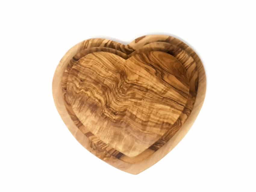 Verano-Olive-Wood-Heart-Shaped-Boards-2