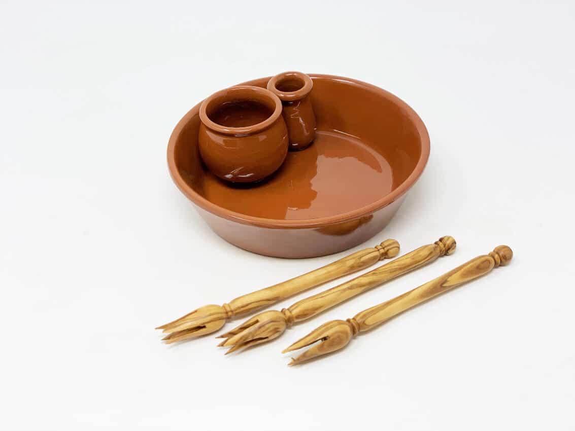 Verano-Spanish-Ceramics-El-Toro-Collection-Olive-Bowl-with-Olive-Picks-2